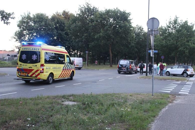 Man gewond na aanrijding met auto