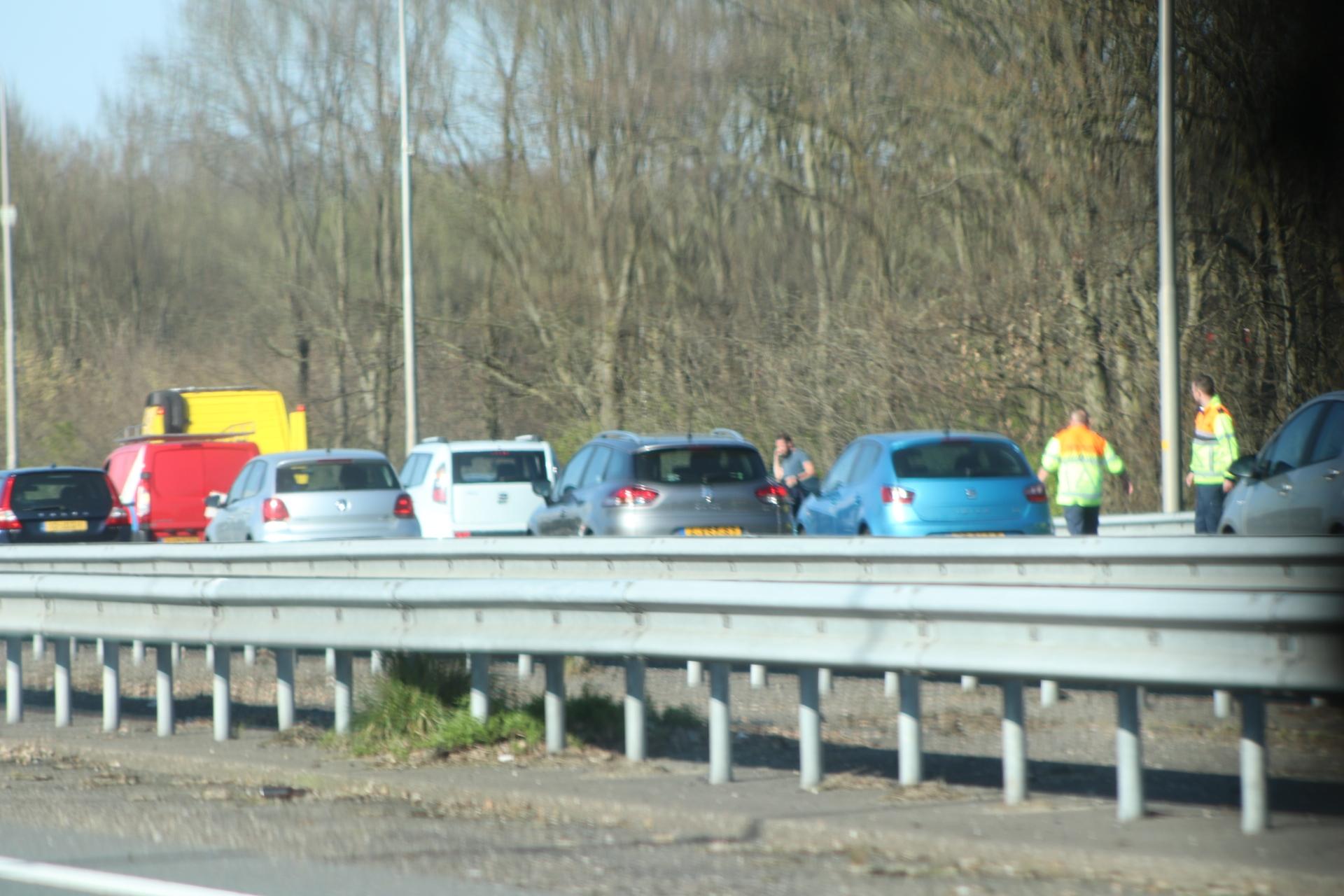 Veel vertraging op de A50 en A1 door ongelukken