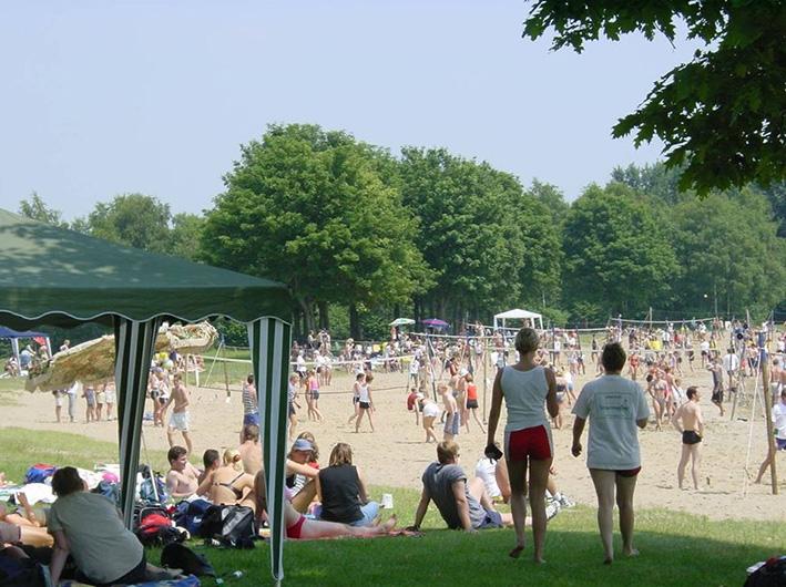 Beachvolleybal voor het goede doel