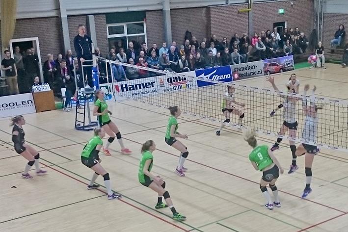 Volleybalsters Coolen Alterno houden finaledroom levend