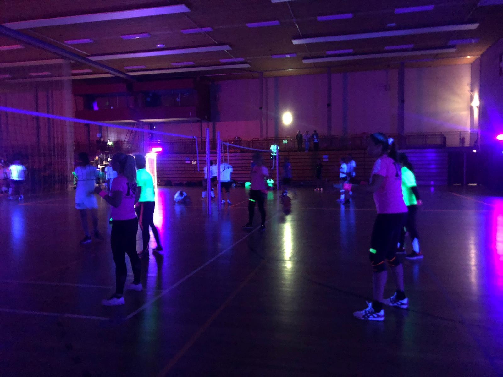 Uitgeverij Stedendriehoek speelt eerste poulewedstrijden tijdens Blacklight Toernooi