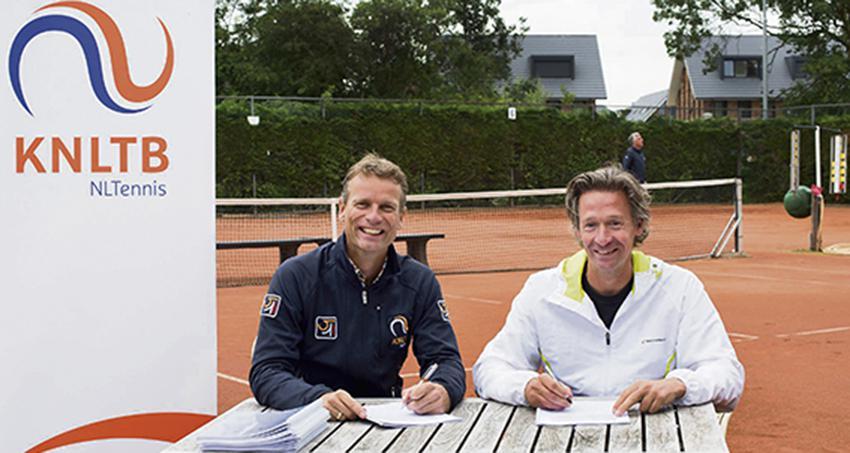 Schreurs dubbelt met tennisbond