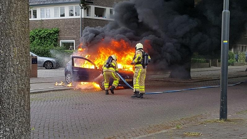 Auto totaal afgebrand