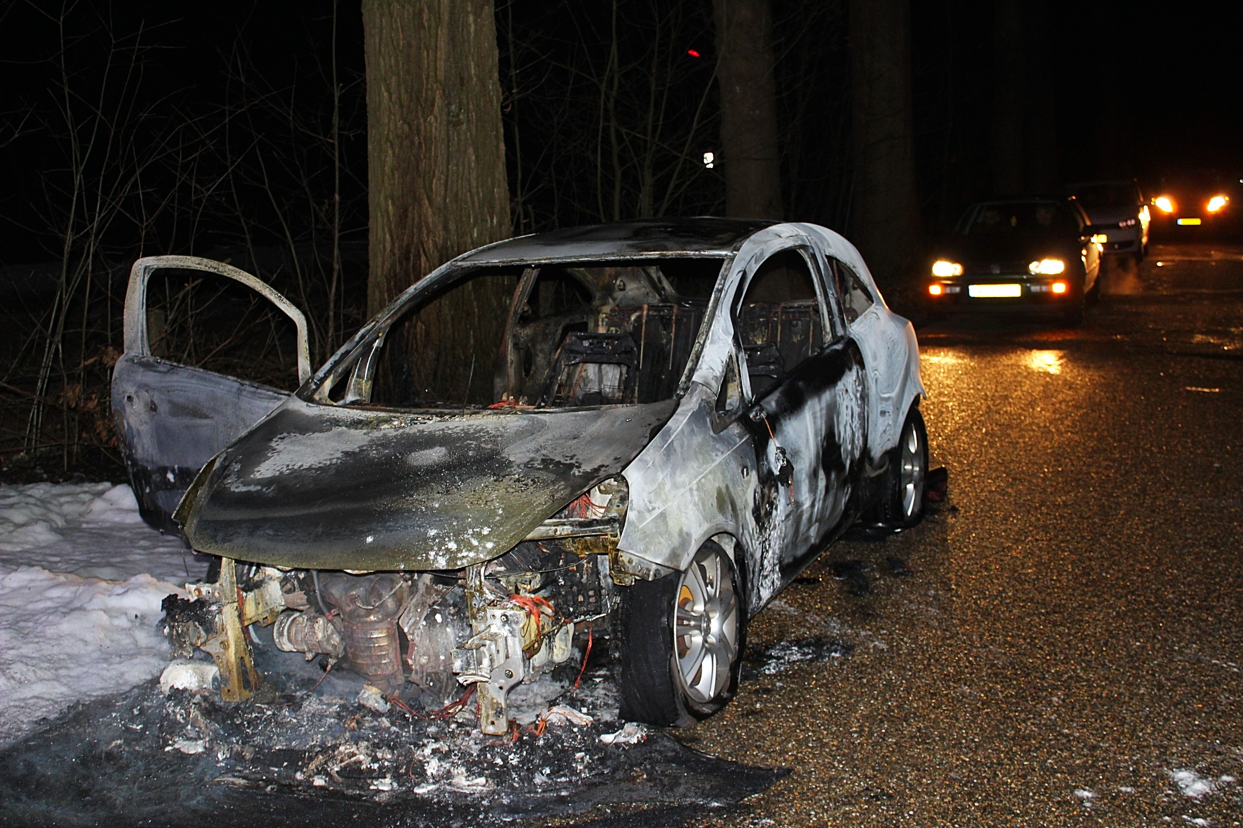 Auto vliegt in brand