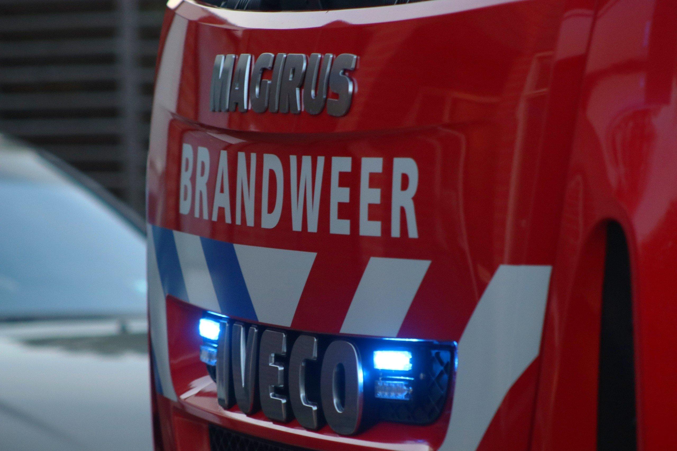 Jeep brand volledig uit op de Soerenseweg in Apeldoorn
