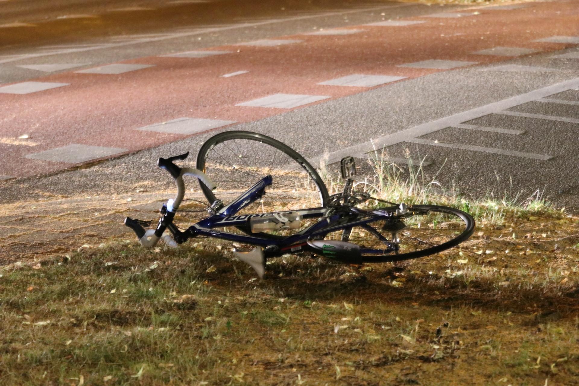 Fietsster lichtgewond na botsing in Apeldoorn