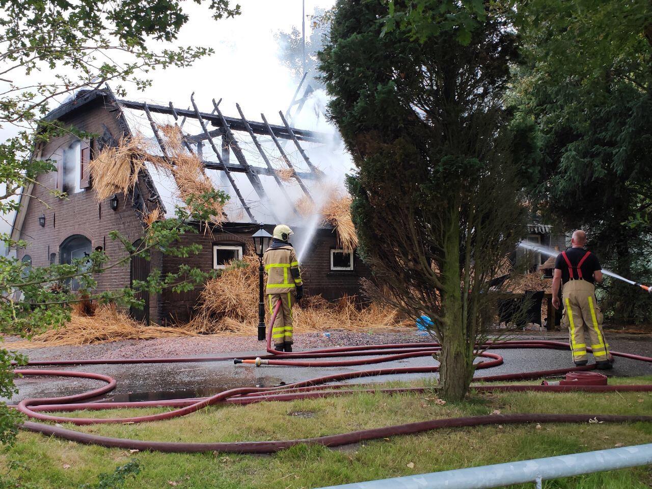 Huis gaat in vlammen op