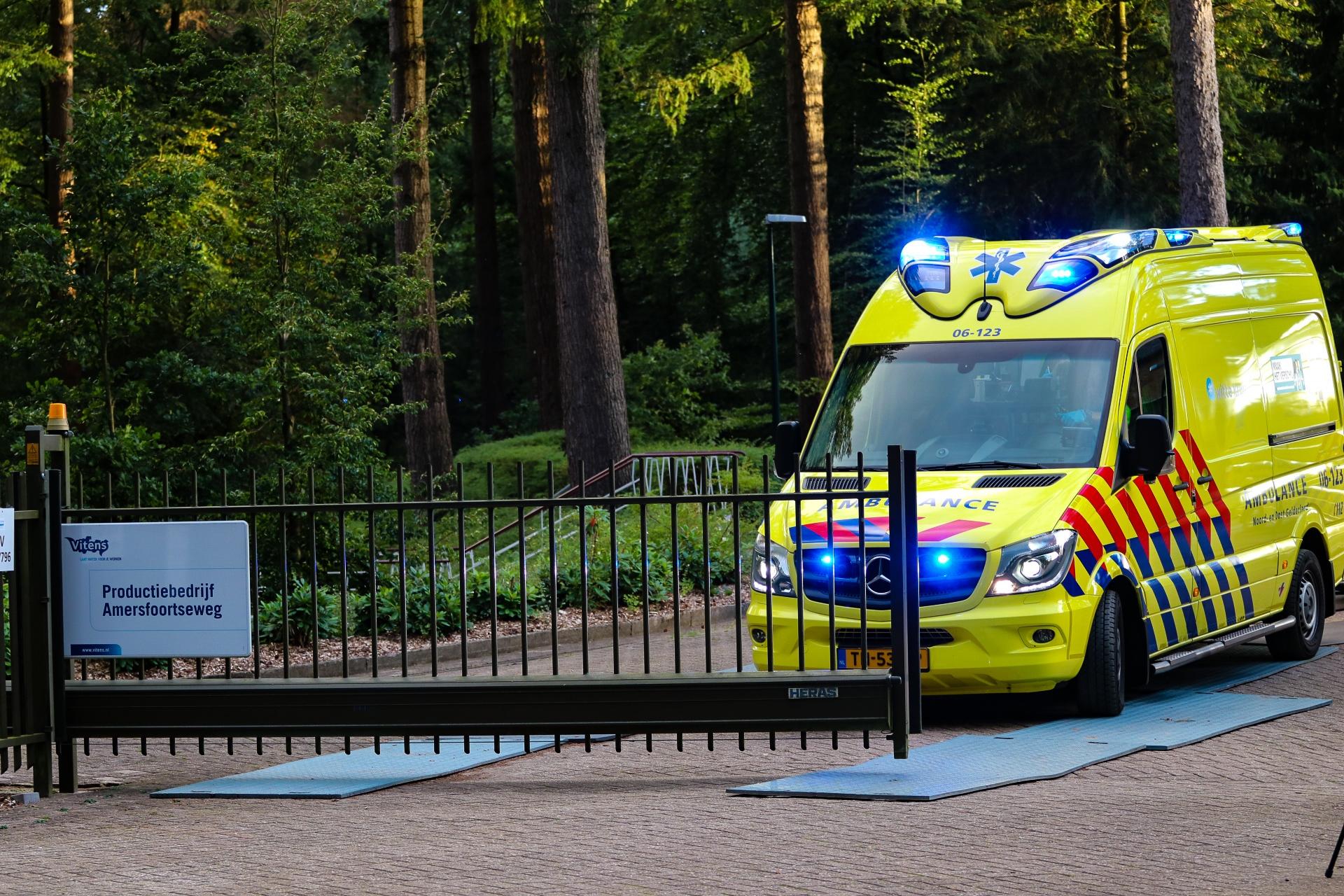 23 Jarige man uit Drenthe zwaargewond na val in bassin