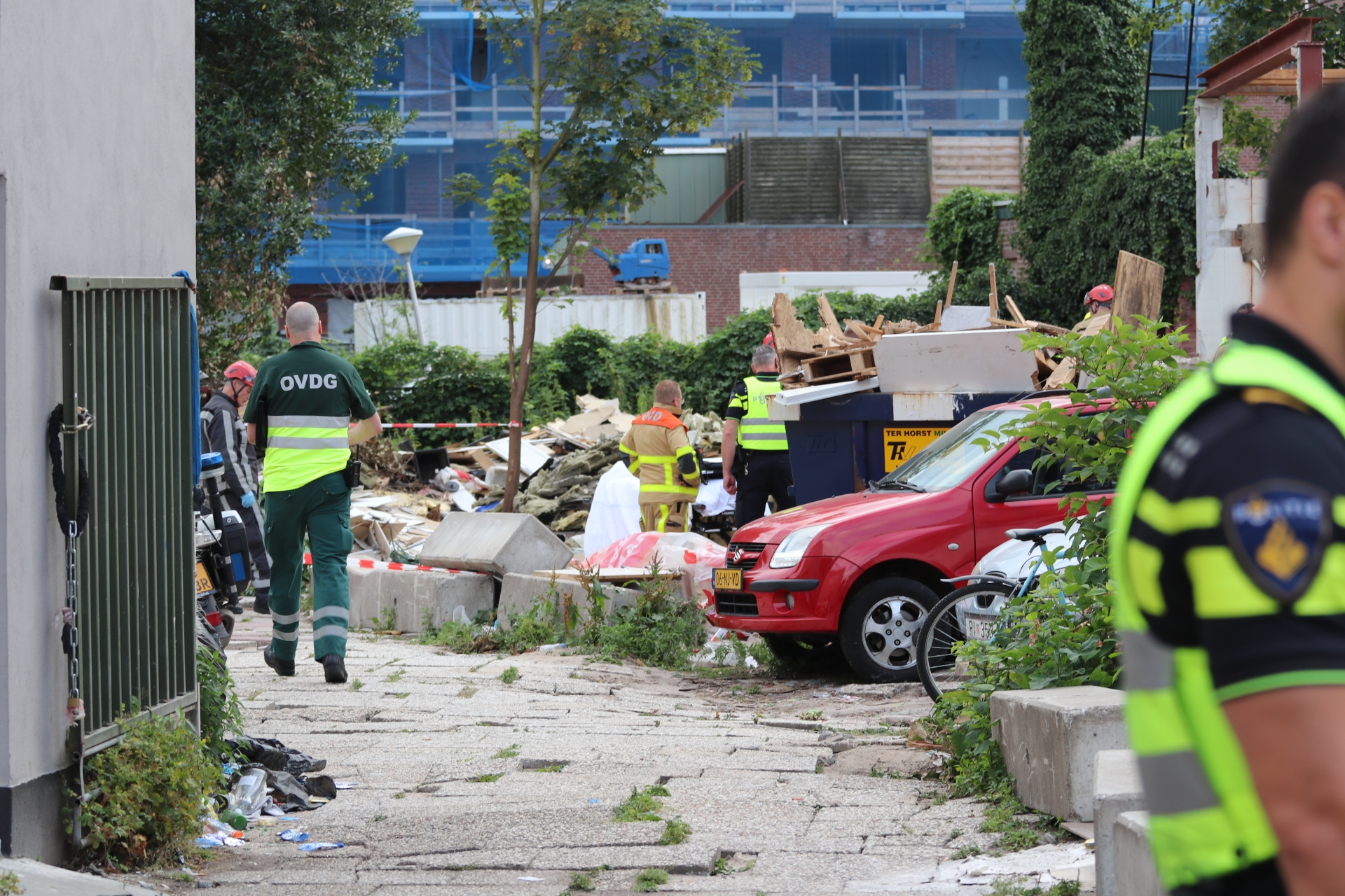 Man zwaargewond na deel instorten pand in Apeldoorn