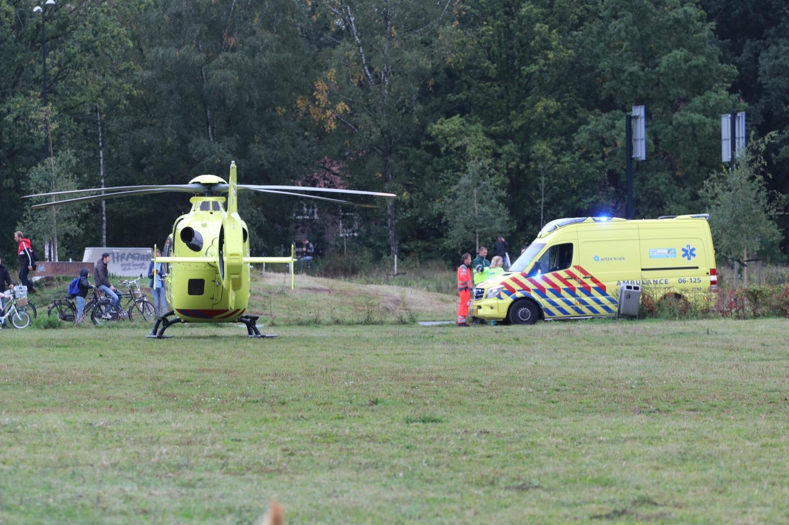 *VIDEO* Traumahelikopter opgeroepen na botsing auto en scooter