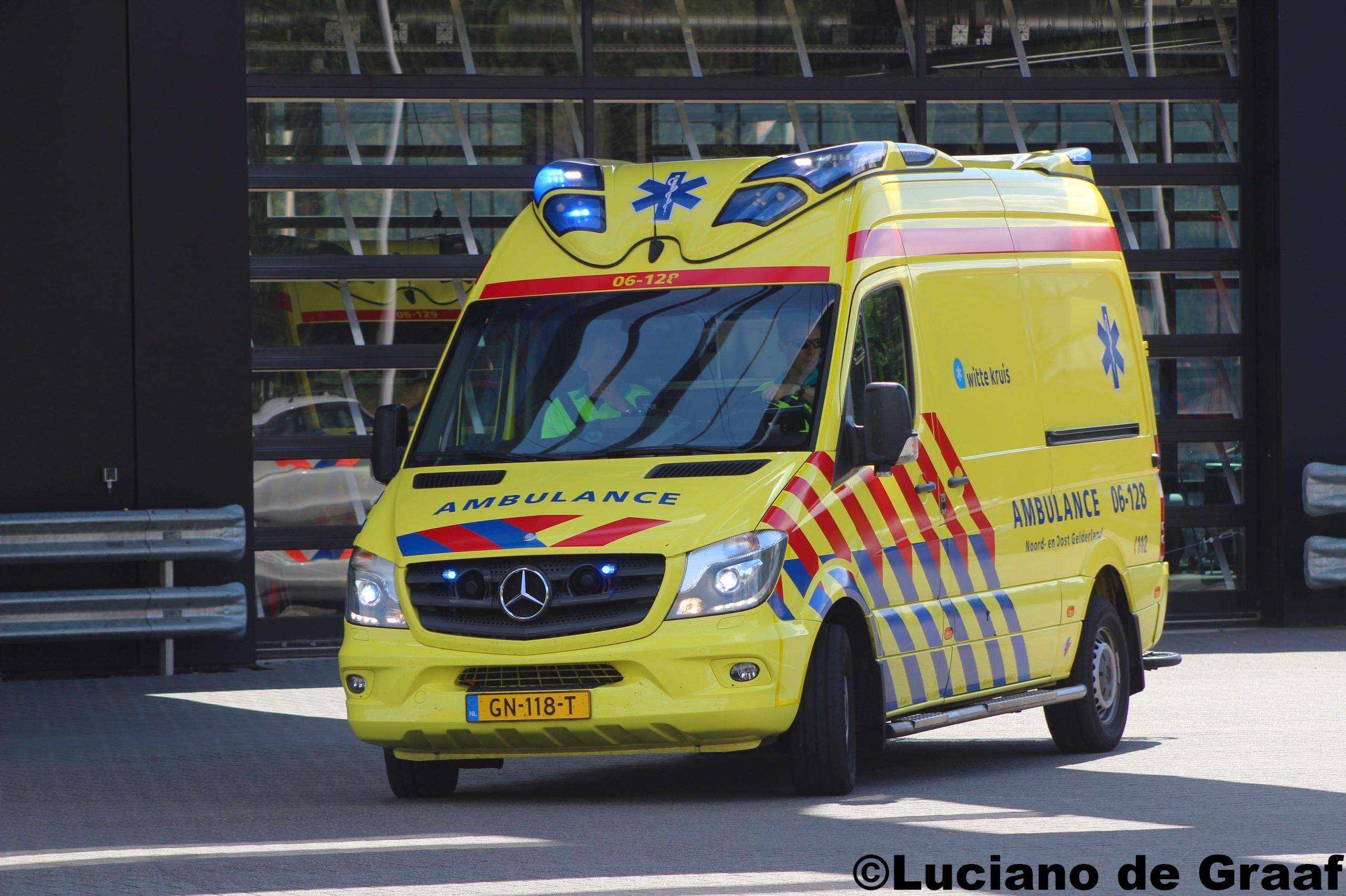 Fietser met spoed naar ziekenhuis na val