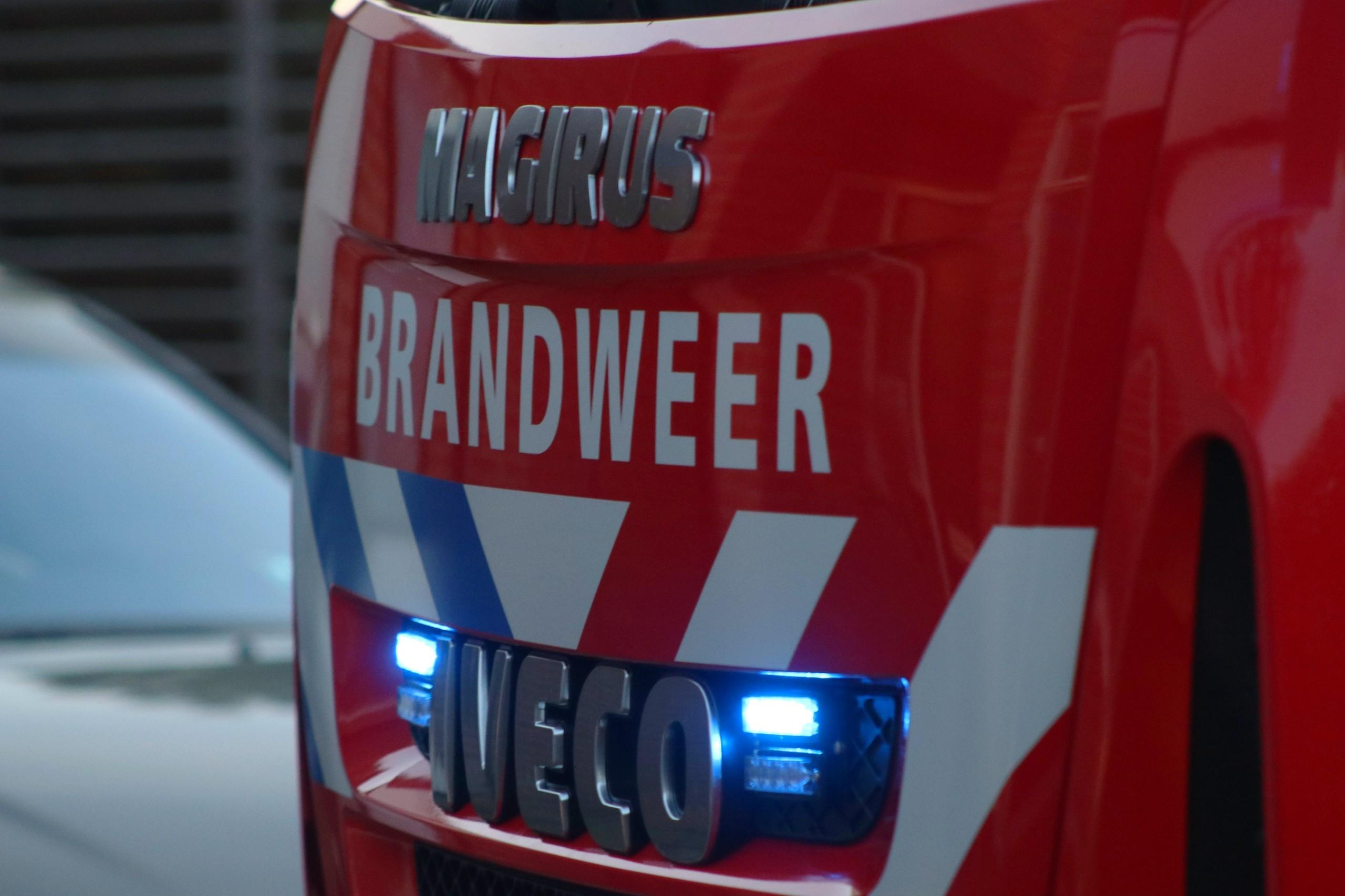 Schuur verwoest door felle brand in Apeldoorn