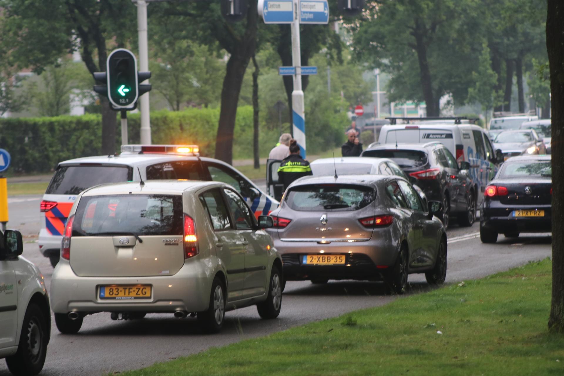 Gewonde bij botsing tussen drie voertuigen in Apeldoorn