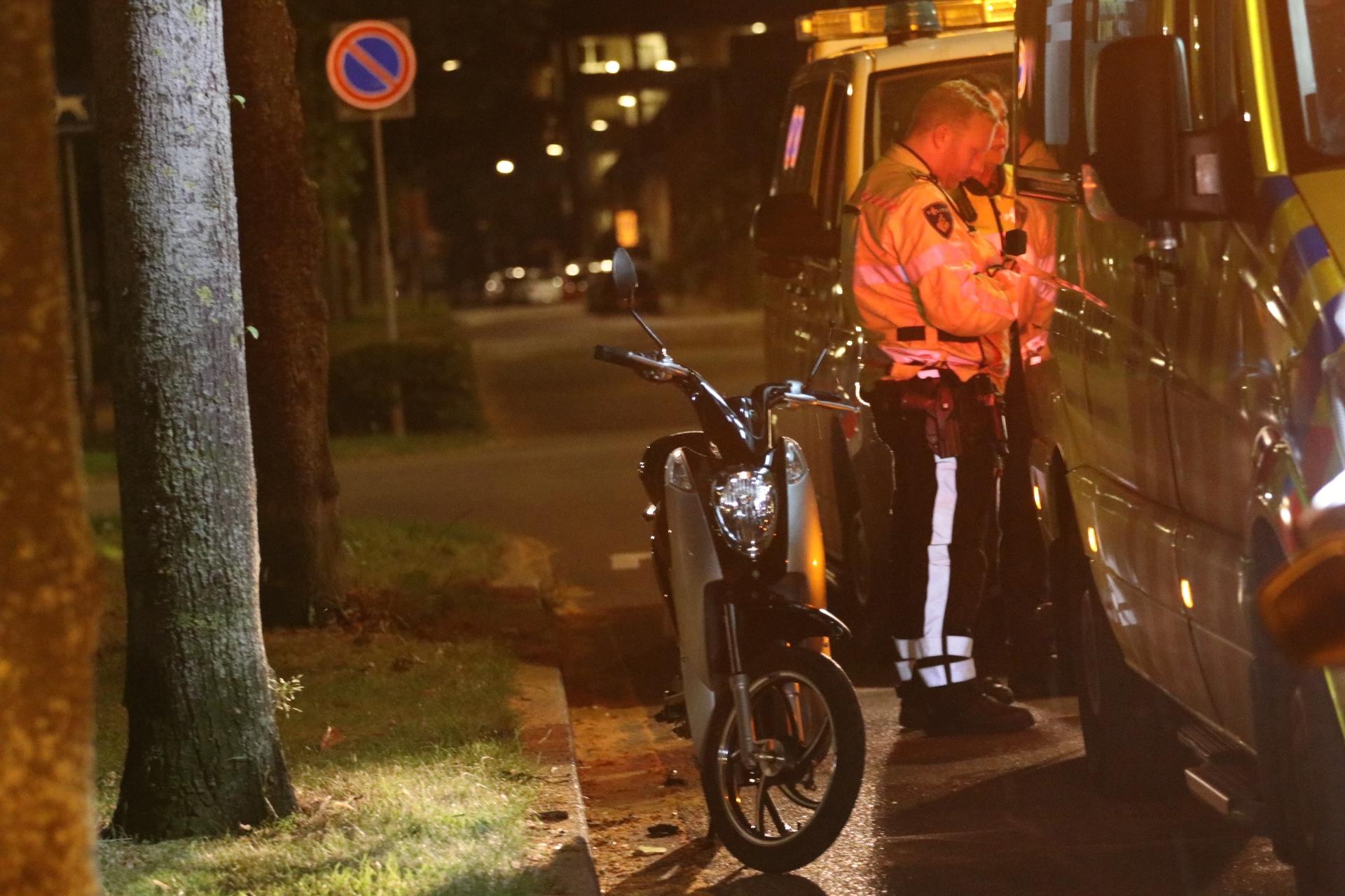 Scooterrijder gewond aangetroffen op straat in Apeldoorn