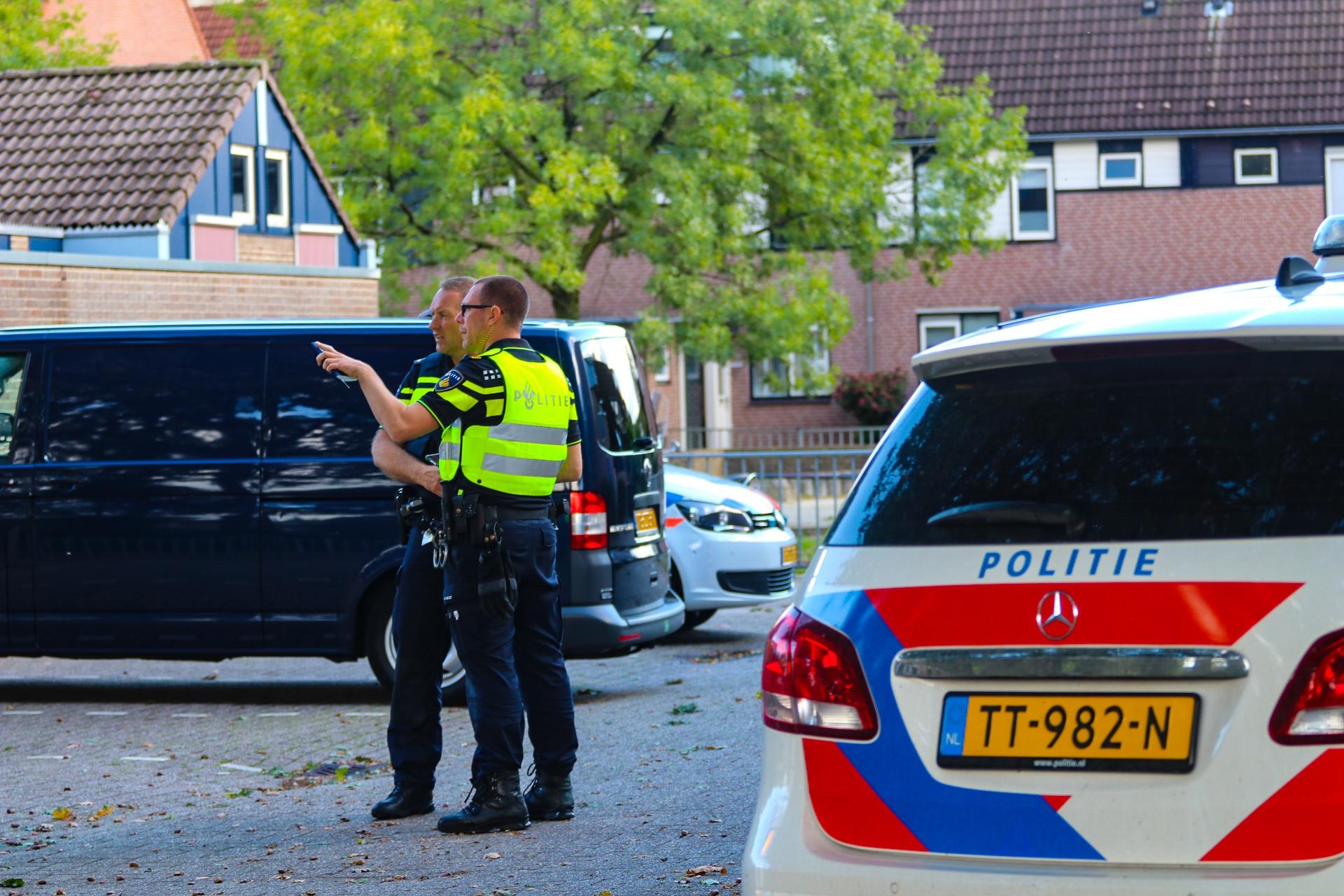Tweetal mishandelt man in Apeldoorn; politie houdt daders aan