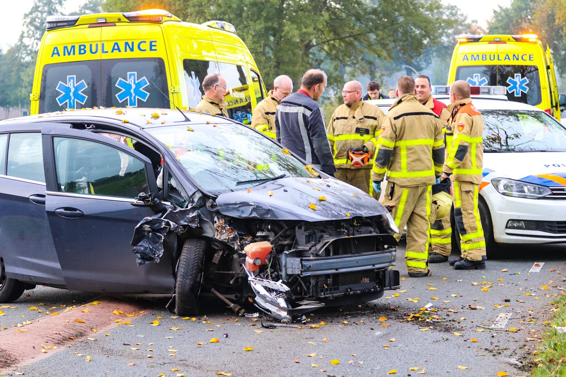 Vrouw en kinderen naar ziekenhuis na ongeval in Vaassen.
