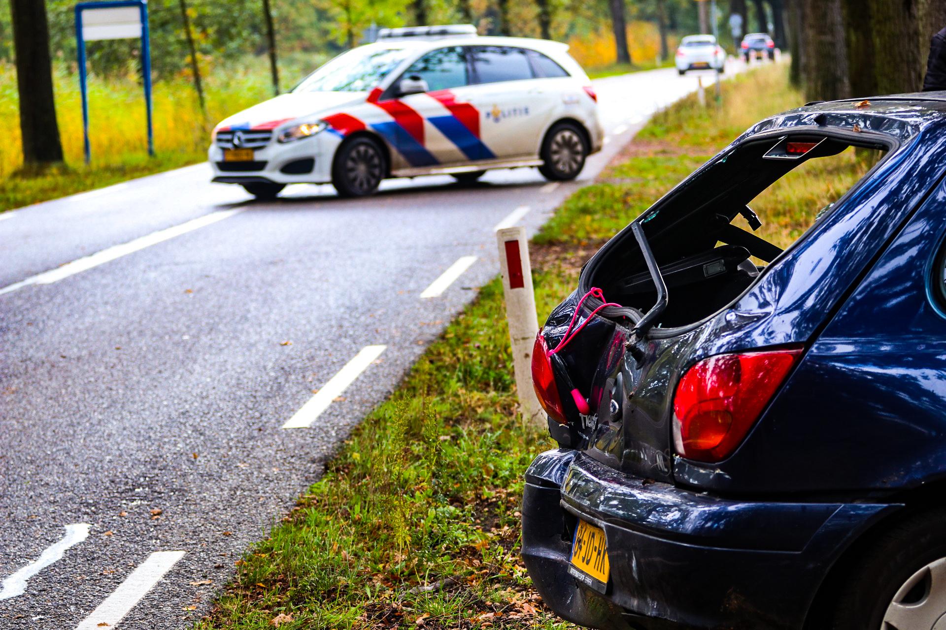 Drie auto's botsen in Lieren; geen gewonden