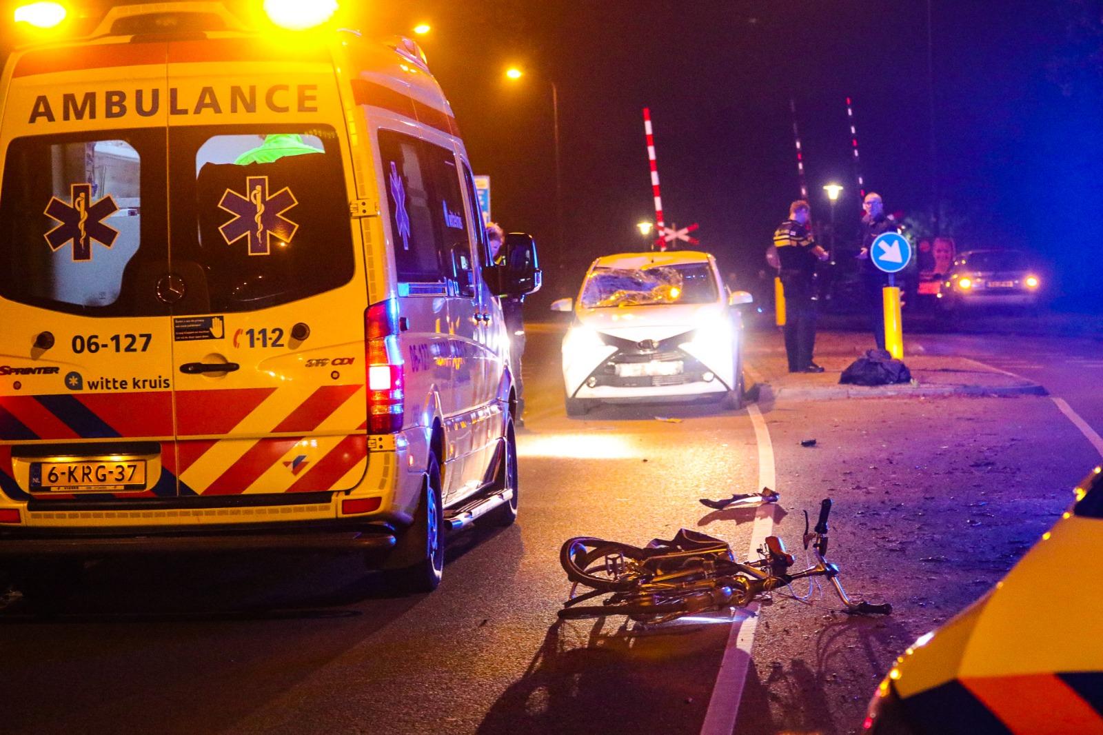 Jongen gewond na aanrijding met auto; bestuurder komt met schrik vrij.