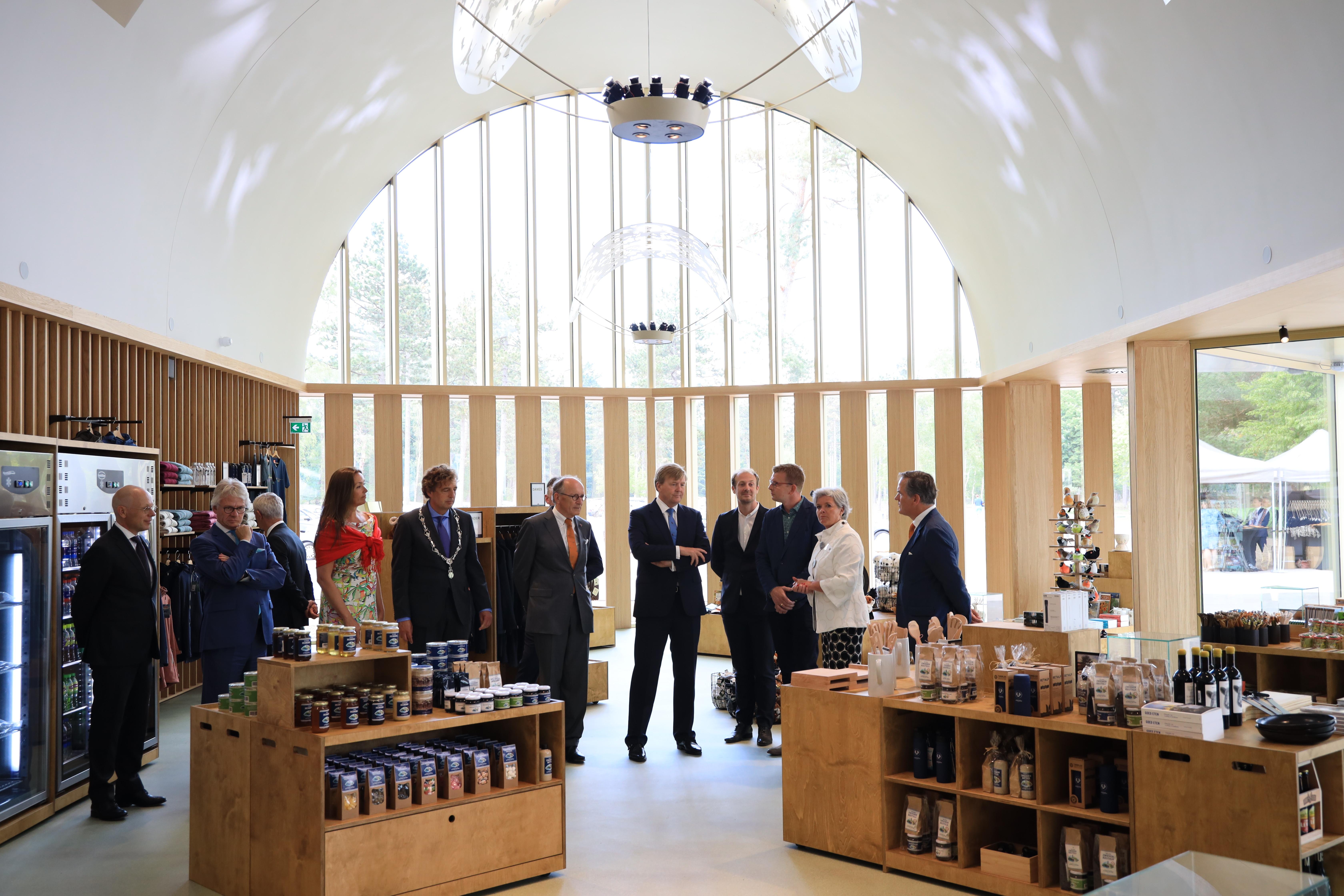 Nieuw publieksgebouw De Hoge Veluwe geopend door Koning Willem-Alexander