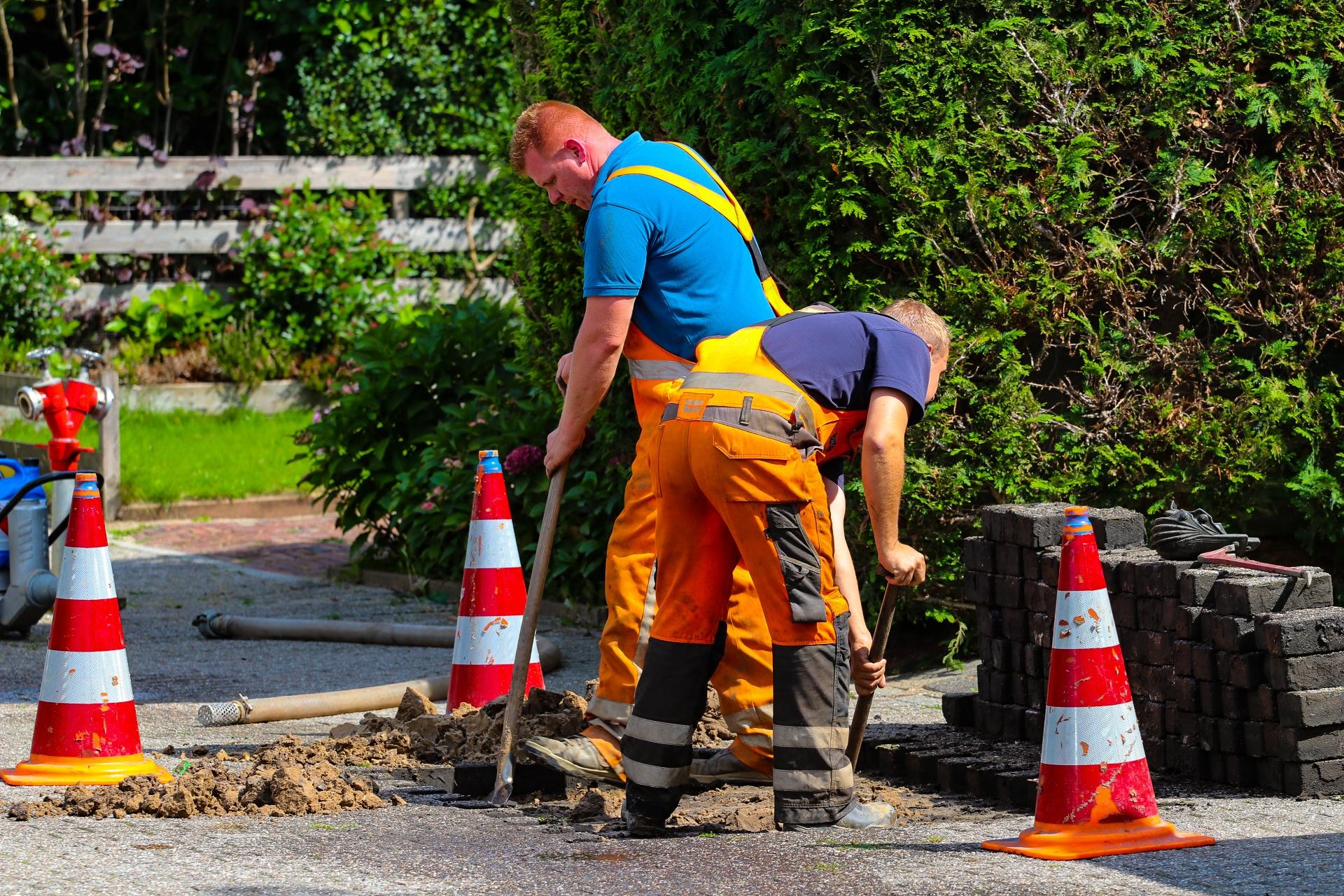 Waterleiding gesprongen in de Tichelaarsdonk in Apeldoorn