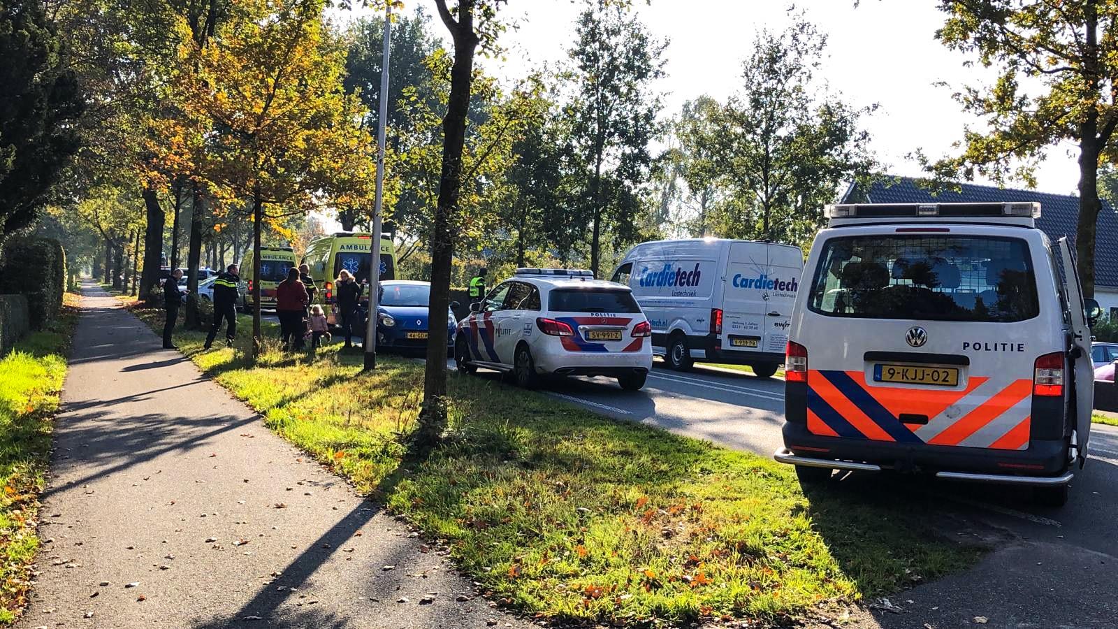 Botsing tussen drie auto's op de Arnhemseweg in Beekbergen.