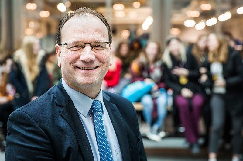 Gemeenteraad Apeldoorn beveelt Ton Heerts aan als nieuwe burgemeester