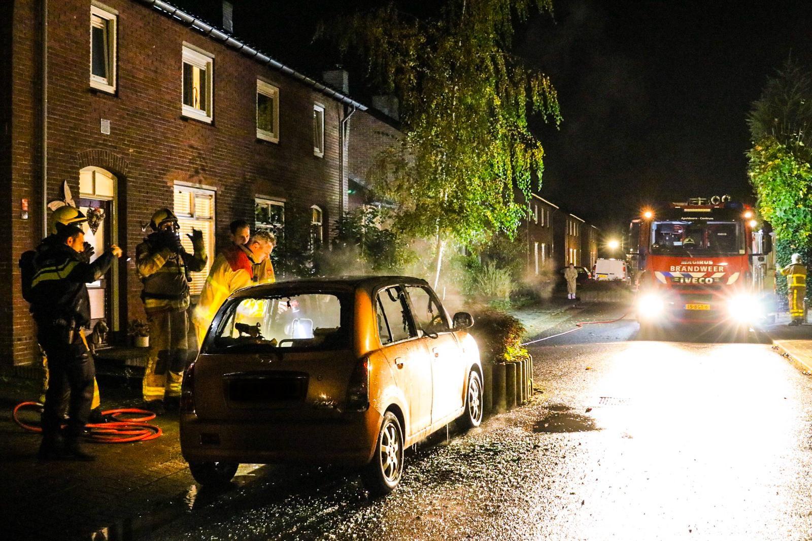 Brandstichting niet uitgesloten bij autobrand in Apeldoorn