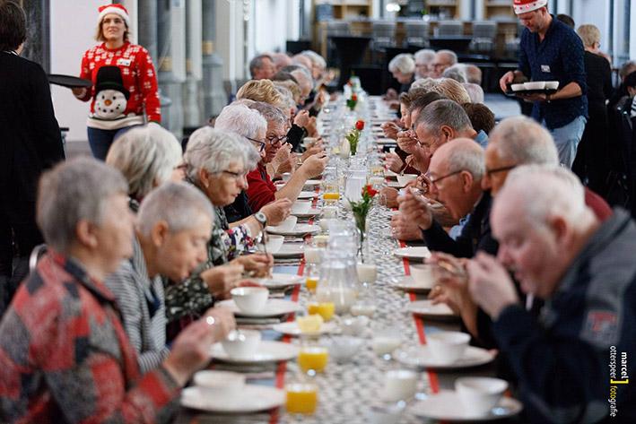 Kerstlunch voor nog meer ouderen