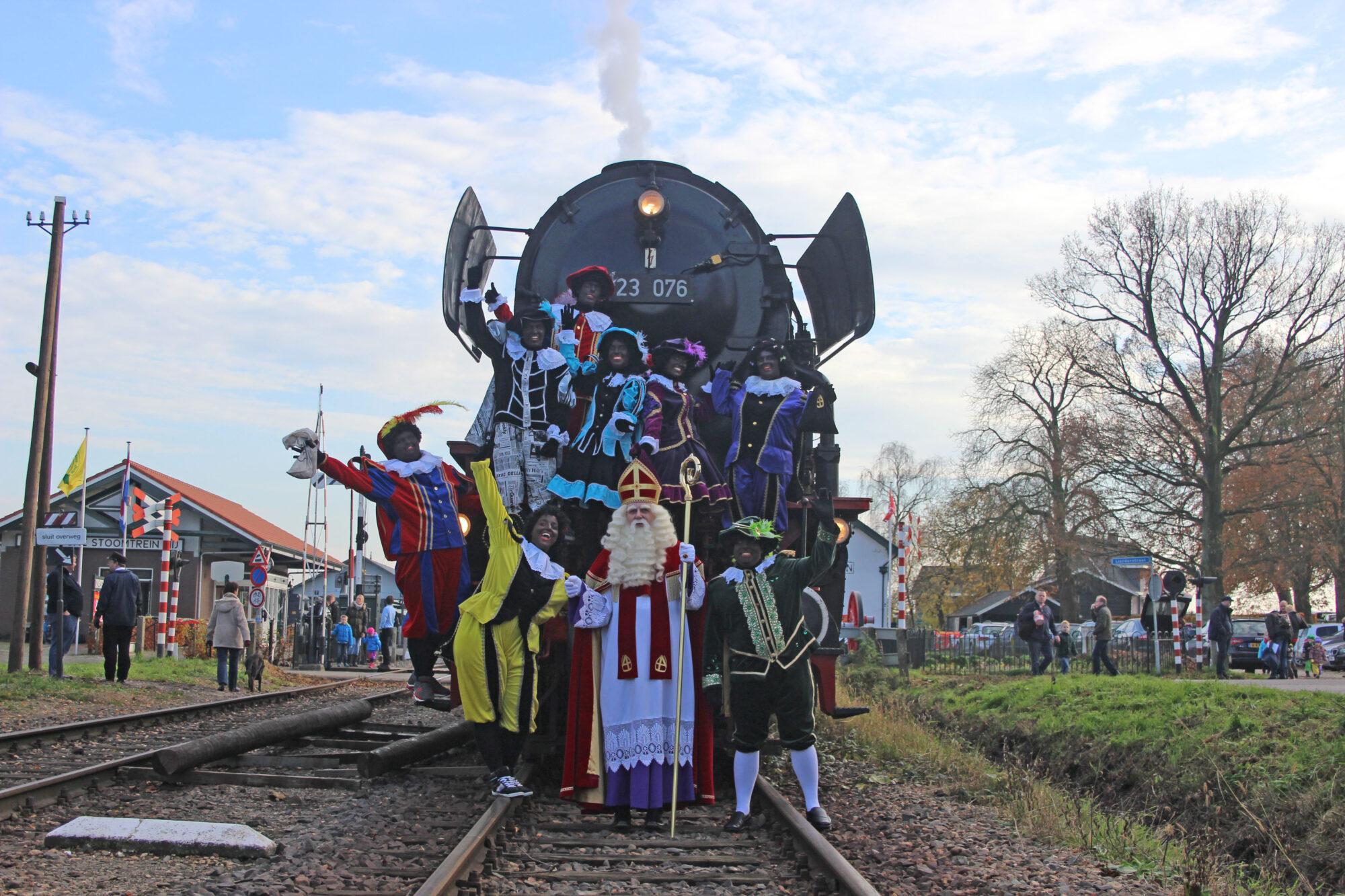 Sinterklaas toert door Apeldoorn