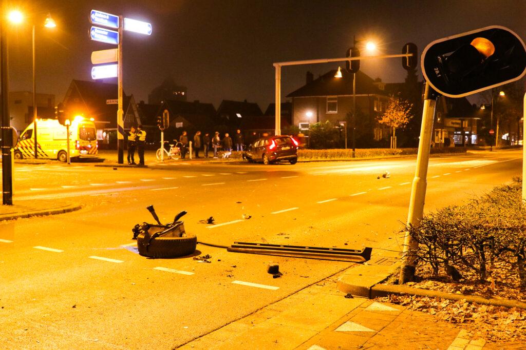 Ravage na botsing op de Deventerstraat.