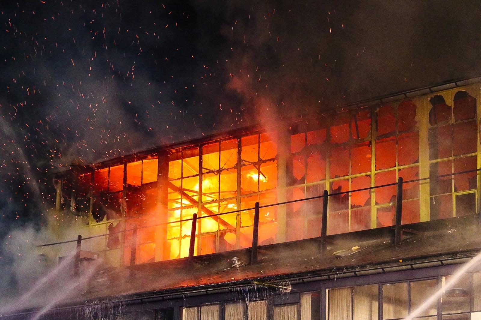 Grote brand in fabriekshal Eerbeek