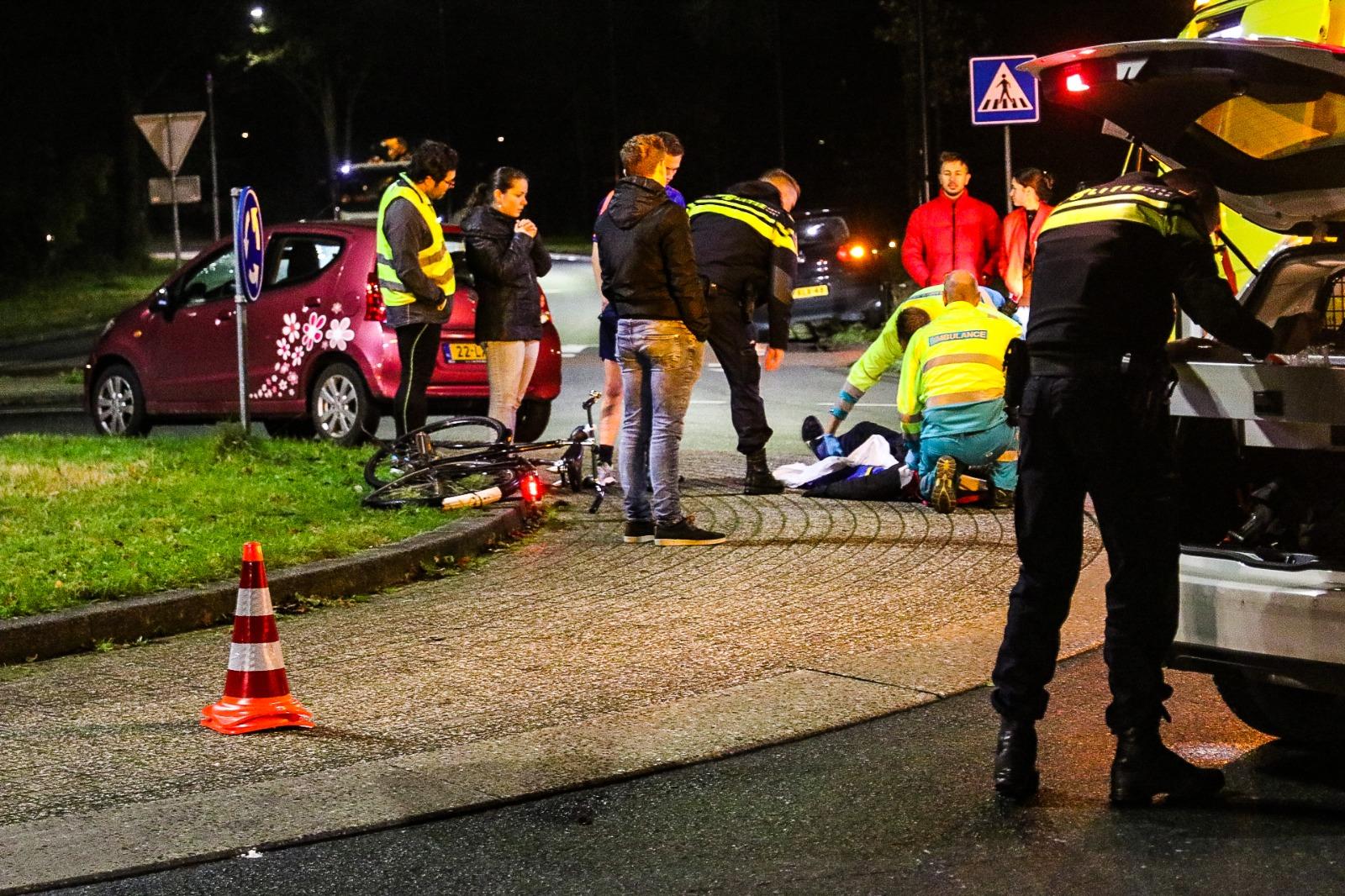 Fietser gewond na ongeval bij rotonde Laan van de Westenenk.