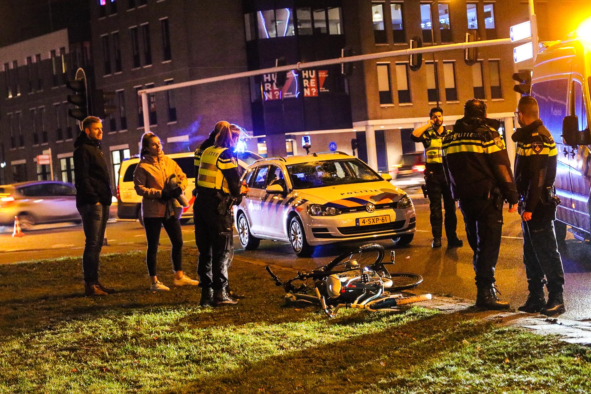 Kind en volwassene aangereden door politieauto in Apeldoorn