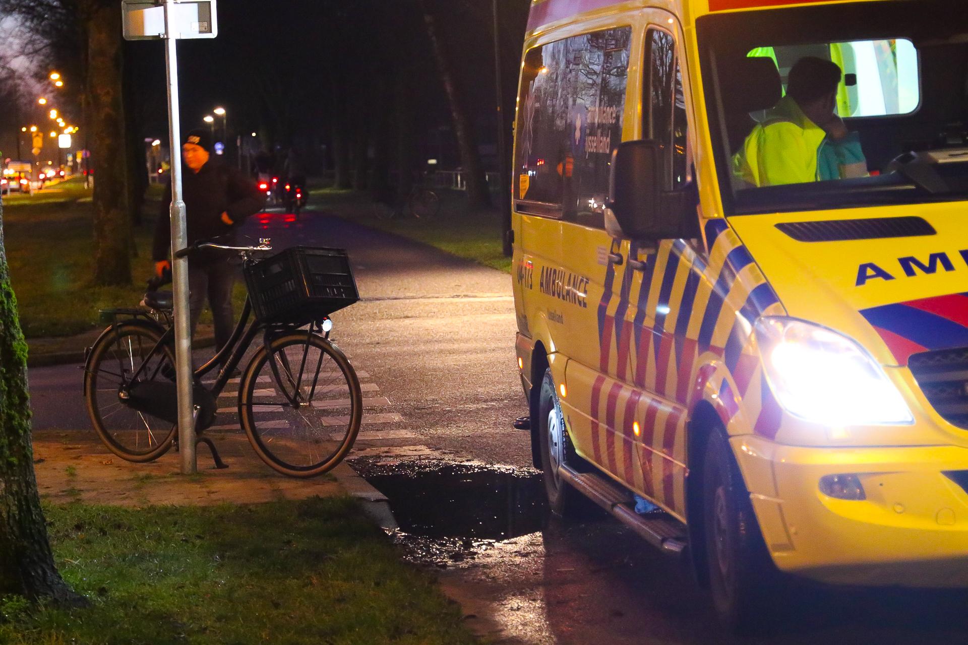 Fietsster raakt lichtgewond na botsing met auto.