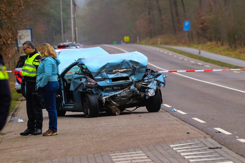 Man raakt zwaargewond bij aanrijding in Beekbergen