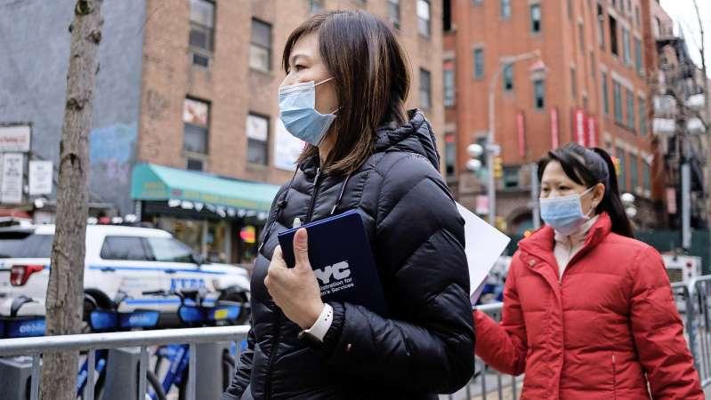 Een nieuw virus levert betekent een run op mondkapjes, maar helpen ze ook echt?