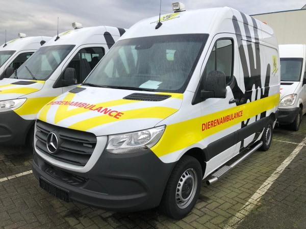 Met nieuwe ambulance dieren in nood helpen