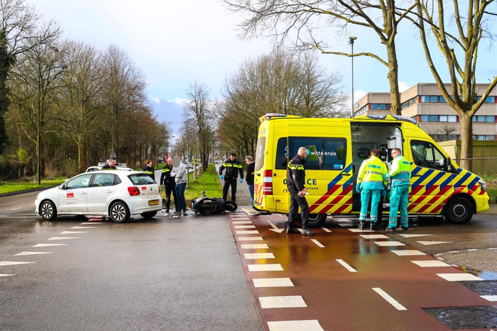 Scooterrijder gewond bij botsing op Landdrostlaan.