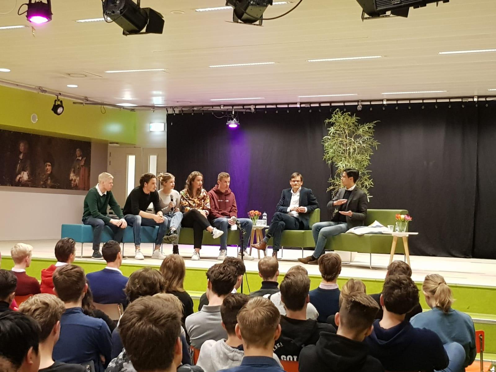 Rob Jetten in debat met leerlingen van Veluws College Walterbosch
