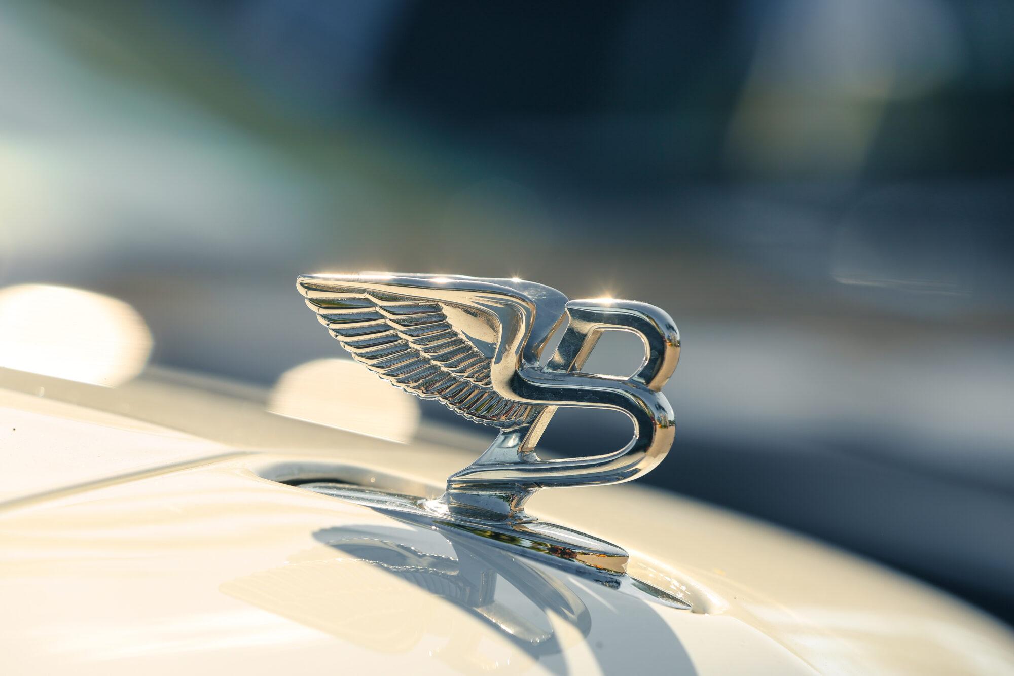 Bentley met continental GT goed beslagen ten ijs tijdens GP ICE RACE