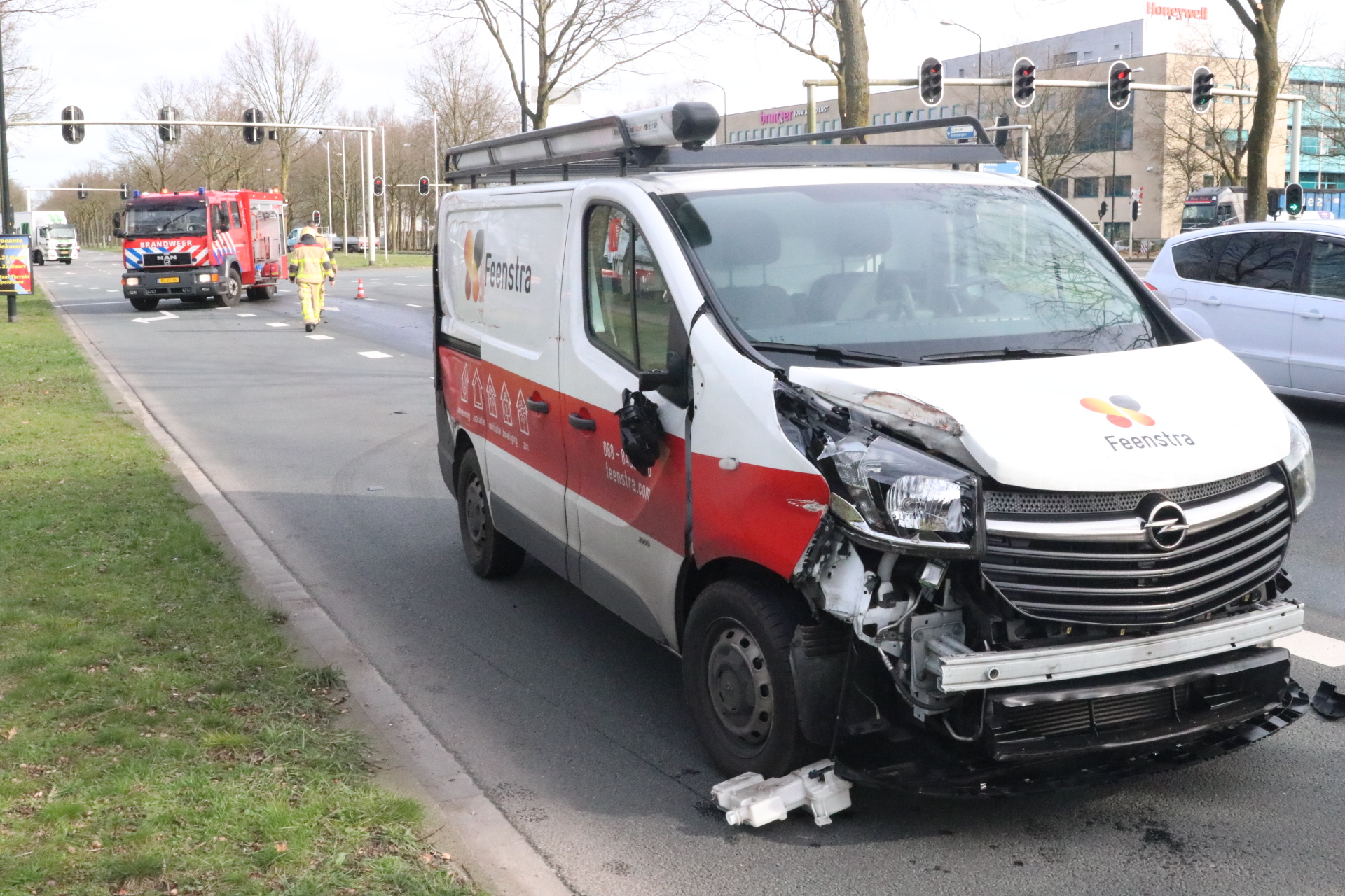 Diesellekkage na botsing op Kayersdijk in Apeldoorn.