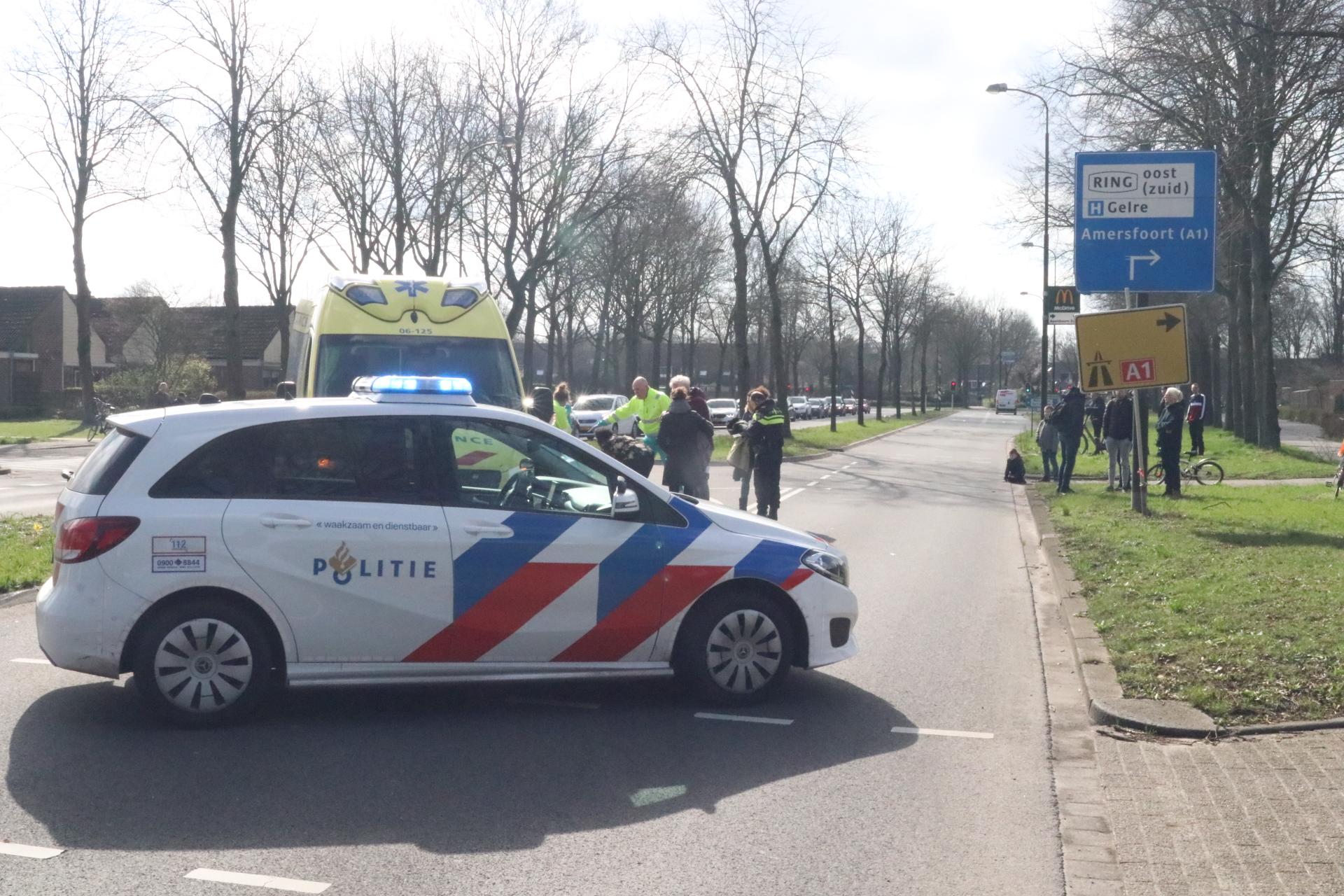 Fietser zwaargewond na ongeluk in Apeldoorn.