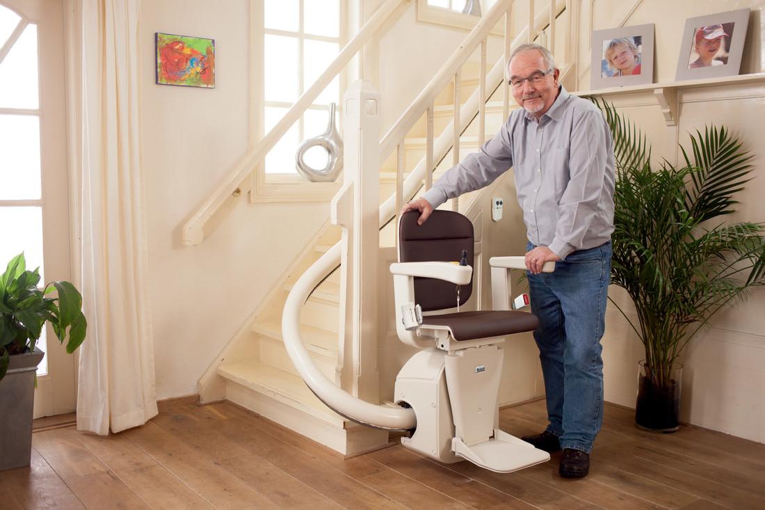 De tweedehands traplift: de ideale oplossing voor mensen die langer thuis willen blijven wonen