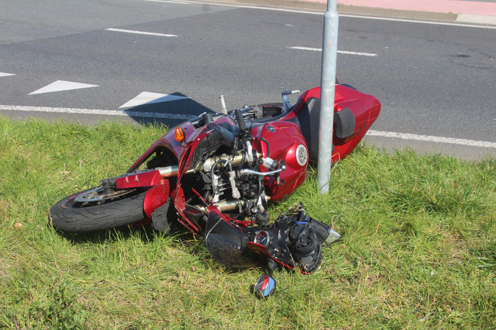 Motorrijder gewond bij eenzijdig ongeval.