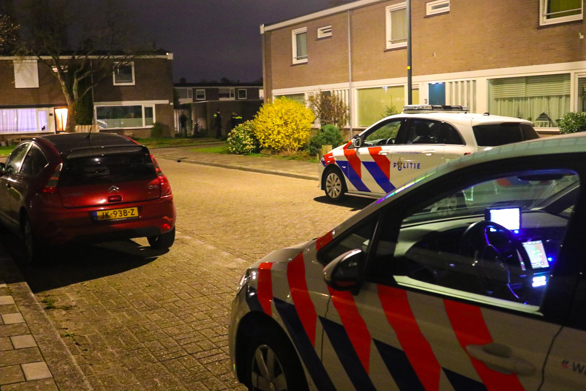 Lichaam aangetroffen in woning; Politie doet onderzoek