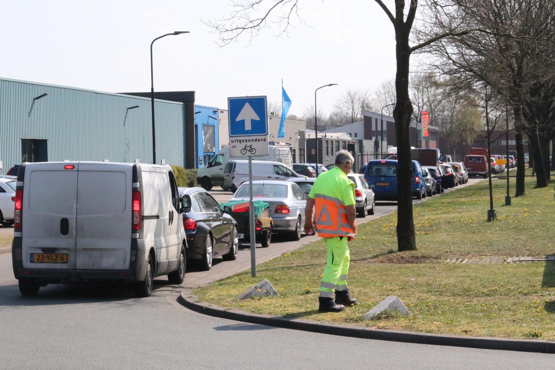 Anderhalf uur in de file voor vuilstort in Apeldoorn