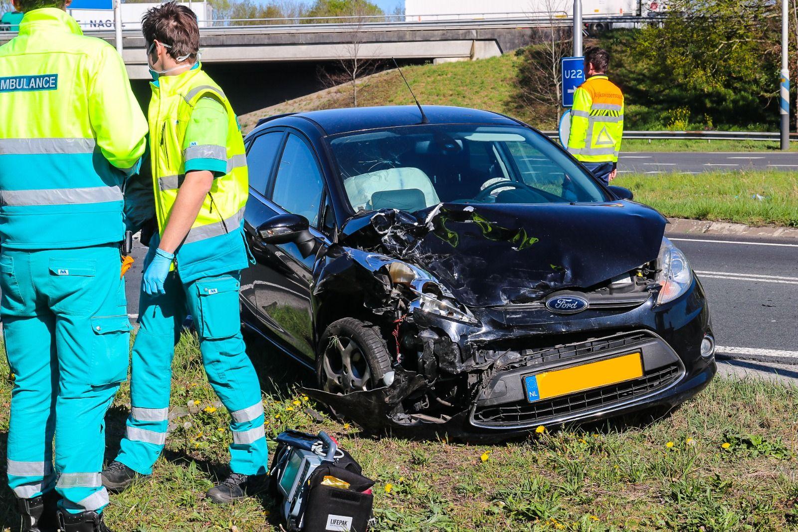 Geen gewonden bij autobotsing ter hoogte van op- en afrit A1.