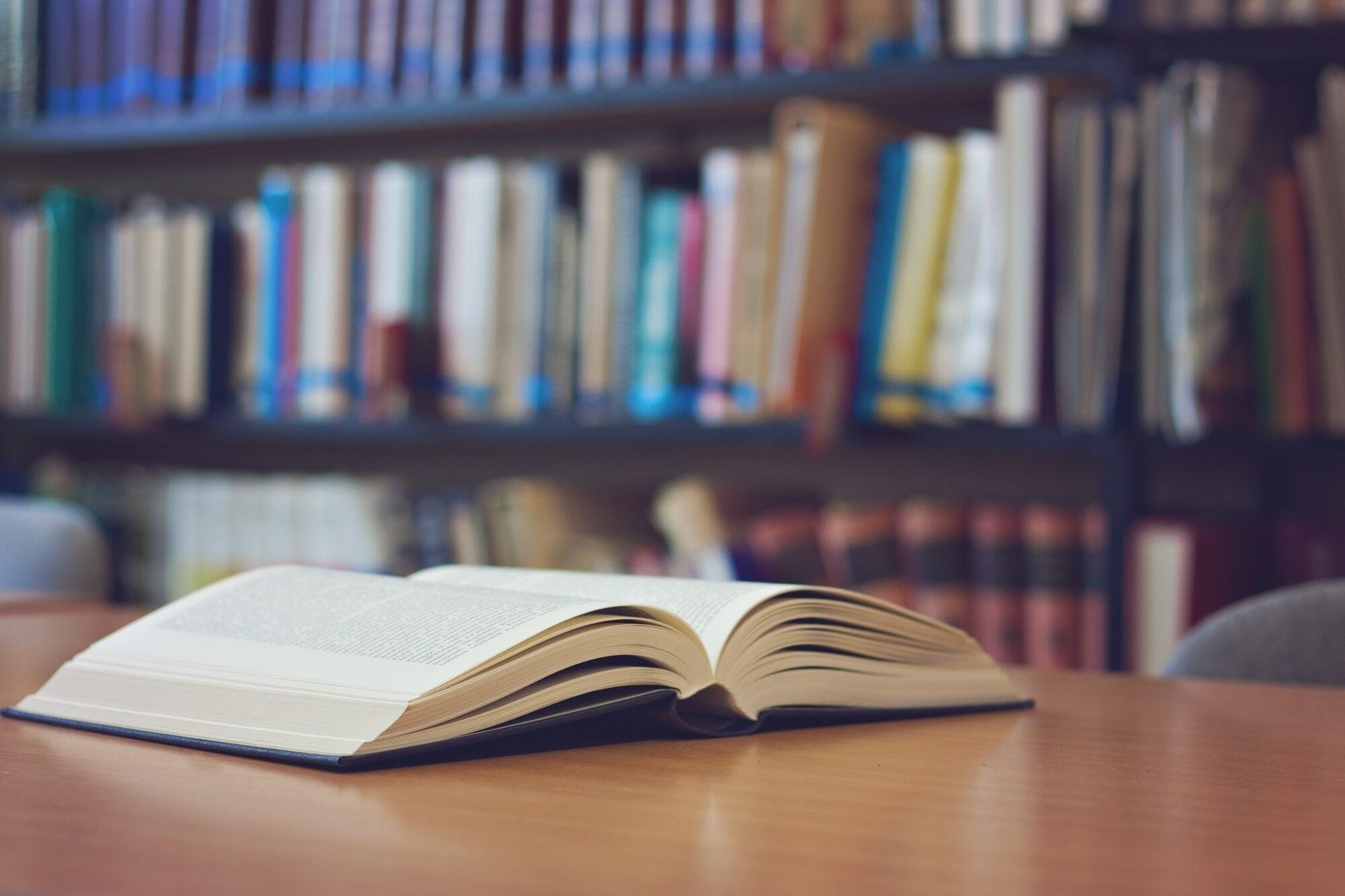50 procent van de hulpverleners geeft aan dat er thuis onvoldoende gelezen wordt