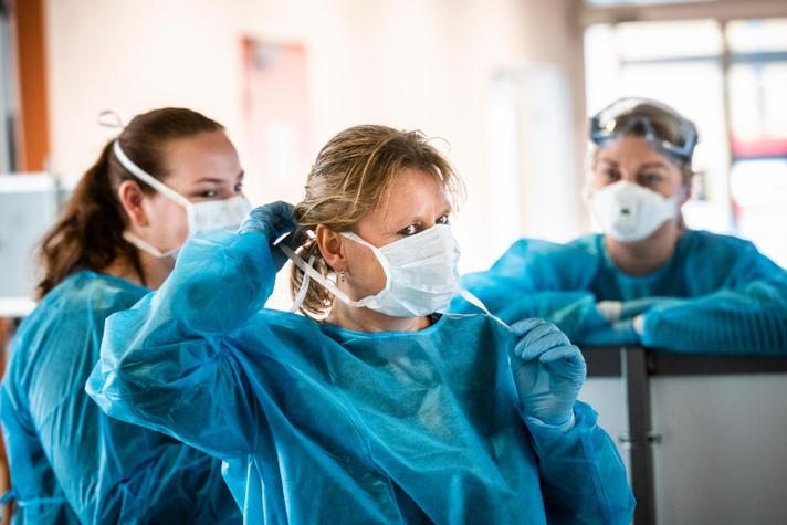 Megaoperatie mondkapjes helpt de zorg vooruit