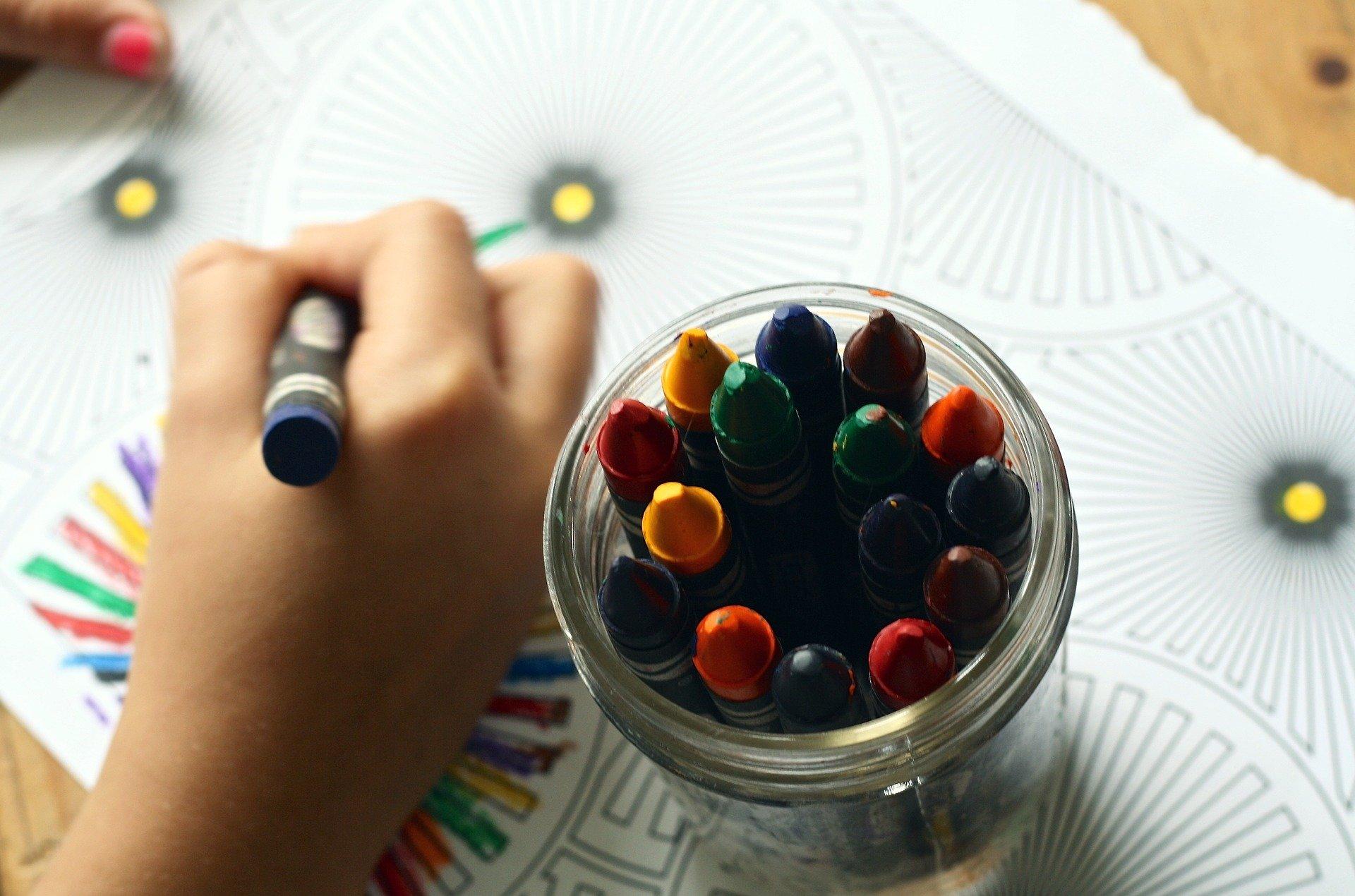 Kinderhulp collecteert digitaal voor school- en speelmateriaal